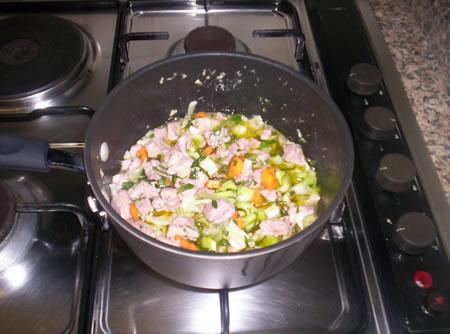 L'aggiunta delle verdure e degli aromi